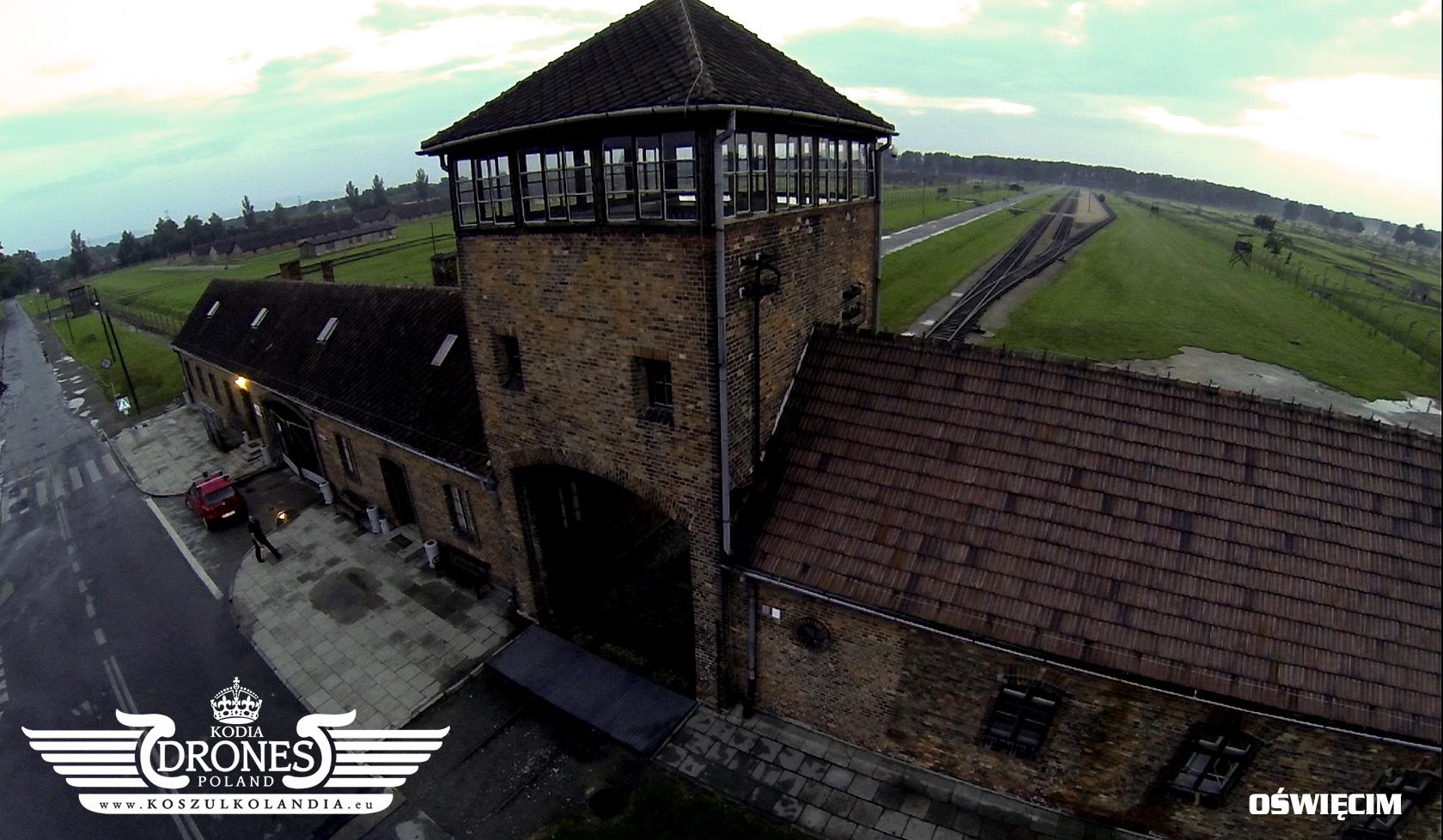 oswięcim aushwitz birkenau brama śmierci z lotu ptaka kodia drones koszulkolandia oświęcim obóz koncentracyjny
